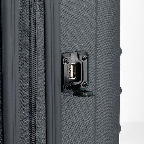 A töltő kimenet a bőröndön