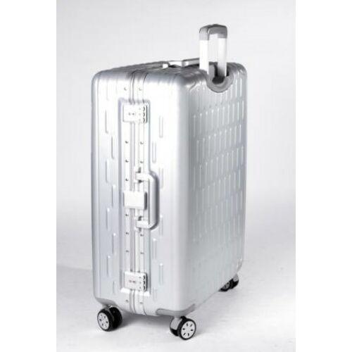 Yearz By March Discovery alumínium vázas bőrönd részlet